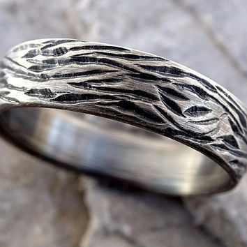 nature wedding ring silver, mens wedding band wood grain ring, driftwood ring silver, carved silver ring, tree bark ring men engagement ring