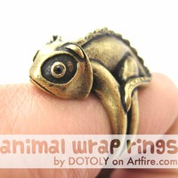 3D Adjustable Iguana Chameleon Animal Wrap Around Hug Ring in Brass
