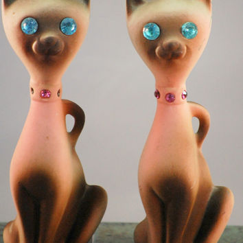 Vintage California Pottery Kitsch Siamese Cat Figurines With Jewel Eyes