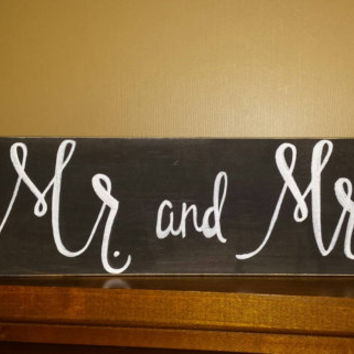 Mr and Mrs Sign, Rustic Wedding Sign, Chalkboard Style Mr and Mrs Sign, Rustic Home Decor, Calligraphy Mr and Mrs Sign, Wedding Table Sign