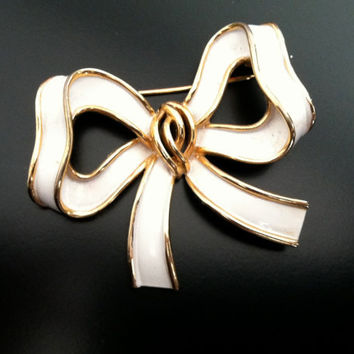 Vintage Crown Trifari Gold Tone White Enamel Bow Bowtie Brooch Pin