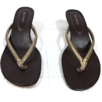 Daisy Fuentes Womens cute Sandals shoes Size 8.5 Brushed Gold