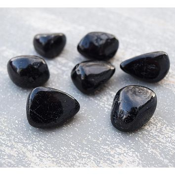 BLACK TOURMALINE Stone Schorl Protection Stone Repels Negative Energy, Grief, Depression