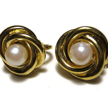 Crown Trifari Vintage Faux Pearl Earrings Gold Tone Knot Clip On Mid Century Womens