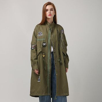[TWOTWINSTYLE] 2017 New Autumn Letter Print Badge Patch Designs Rivets Long Trench Women Coat Loose