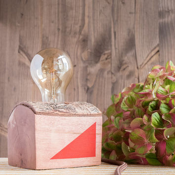 Small birch wood lamp with red geometrical decors on sides
