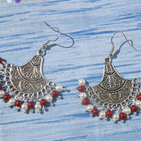 Chandelier earrings, with Swarovski pearls, white and bordeaux.