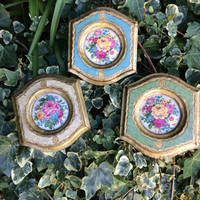 x3 beautiful gold wall decor set - lovely frames and flowers.