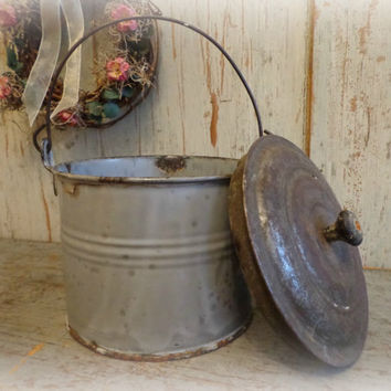 antique graniteware / berry pail with lid / sweet cottage farmhouse decor / EPSTeam