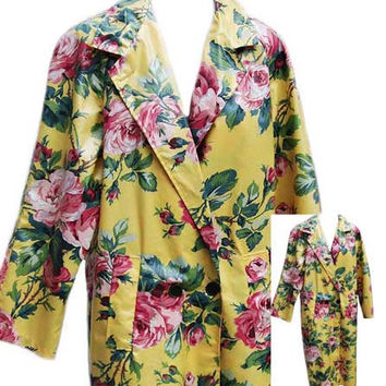 Vintage Floral Raincoat with Side Pockets - Fits Size Small to Medium