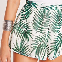 Missguided - Palm Print Floaty Shorts White