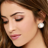 At Your Leisure Gold and Pearl Earrings