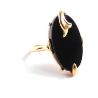 Black Simulated Onyx Ring - Vintage Size 8 1970s Avon Costume Jewelry / Night Flower
