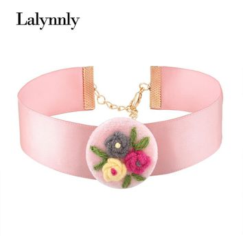 Lalynnly Three Colors Hand made Flower Choker Necklace For Women Bohemian Necklace for Clothing Math Jewelry Accesories N57231