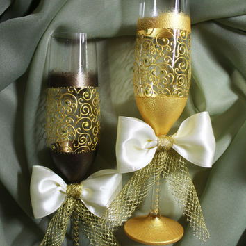 Wedding Gles Gold Flutes Toasting Champagne Bride And Groom Personalized Gift