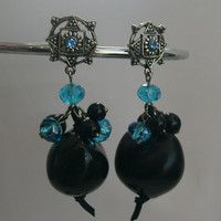 Kukui earrings in black, blue and silver