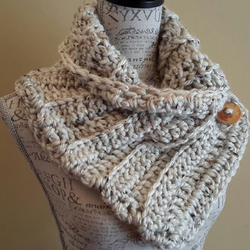 Katniss Inspired cowl. Crochet Scarf. Infinity scarf. Button scarf. Made by Bead Gs on ETSY. Oatmeal color.