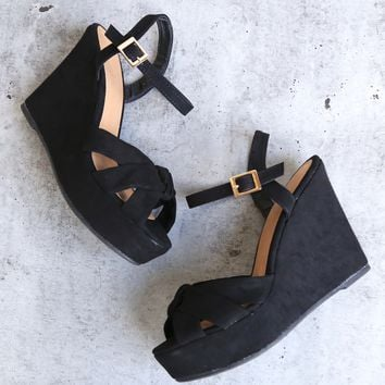 doing fine knotted single band platform heel sandal in black suede
