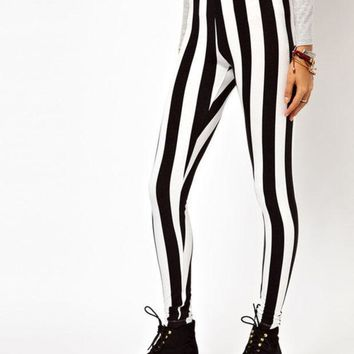 CREYONEJ OPAL FERRIE - Black and White Vertical Stripe Beetle Juice Spandex Leggings