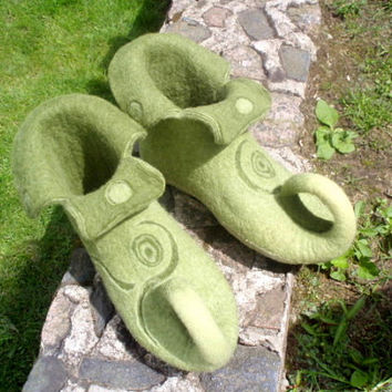 Green and yellow felted slippers Elf shoes House shoes Fairy shoes