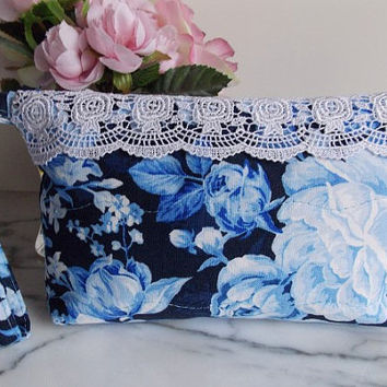 Wristlet - Zipper Pouch - Lace - Shabby Chic - Vintage Look - Blue - White