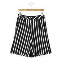 Black Striped Print Knitted Zipper Pocket Shorts