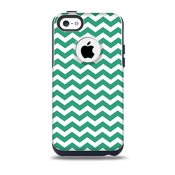 The Green & White Chevron Pattern V2 Skin for the iPhone 5c OtterBox Commuter Case