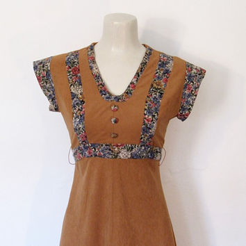 Vintage 1970s Boho / Hippie Cap Sleeve Tan and Floral Print Dress w/ Empire Waist / Ties In Back