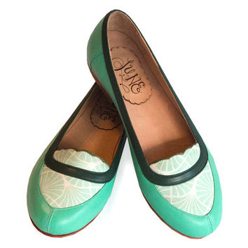 Free Shipping *** Leather flat shoes in aqua green. Leather mocasin