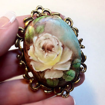 Vintage Flower Brooch Large Cameo Style Pin