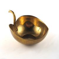 vintage brass bowl - small brass leaf bowl - bowl with handle - brass candy dish - brass trinket dish - brass ashtray - vintage brass