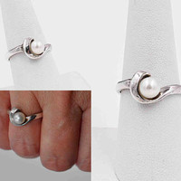 Vintage Sterling Silver & White Pearl Ring, Modernist, Mid Century, Cultured Pearl, Solitaire, Swirl, Size 8 1/4, Beautiful! #c238