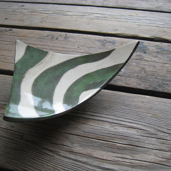 Ceramic Triangle Tray - Green and White - Ceramics and Pottery - Outdoor Decor - Jewelry Display - Ceramic Footed Plate - Handmade