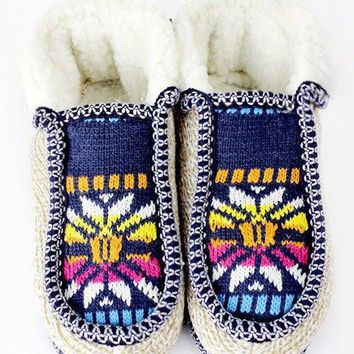 Faux Fur Lined Snowflake Pattern Slippers