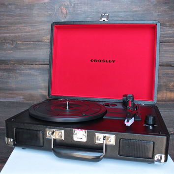 Crosley Cruiser Portable Turntable in black + red