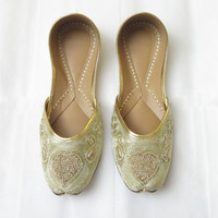 Women Golden Flat Shoes/ Golden Heart Shoes/ Handmade Designer Women Shoes/ Bridal Ballet Flats/ Indian Shoes/ Ethnic Shoes/ Punjabi Jooti