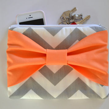 Set of 4 Grey & White Chevron w/ Orange Center Bow Bridesmaid Clutch Bridal Accessories Wedding Gift Bridal Clutch Zippered