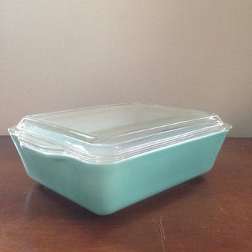 Solid turquoise refrigerator pyrex 503 with glass cover