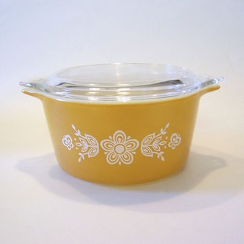Vintage Butterfly Gold 1 Quart Round Casserole Dish by Pyrex