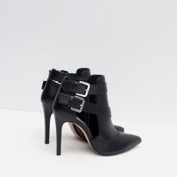 HIGH HEEL ANKLE BOOT STYLE COURT SHOE