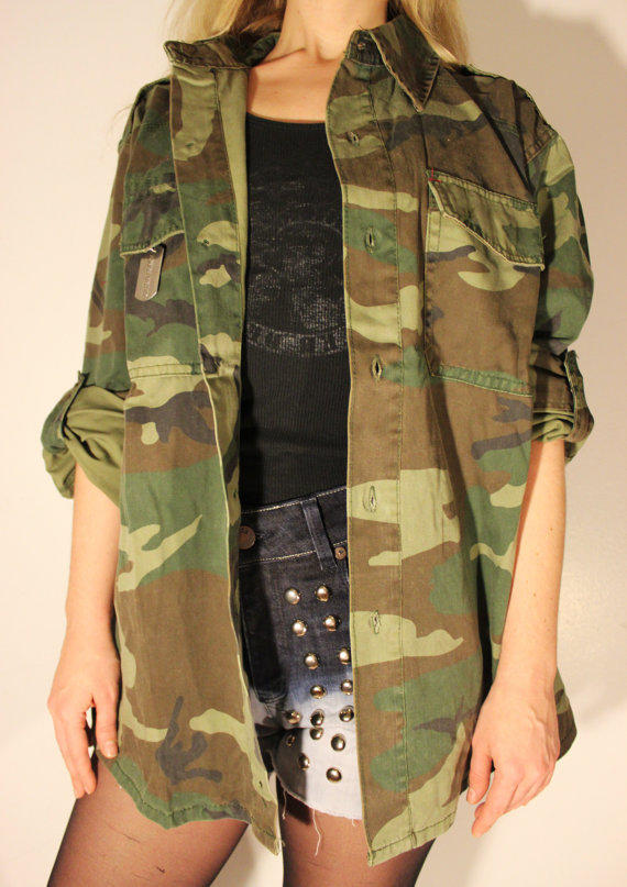 Mar 08, · Even as it has come to epitomize a certain kind of urbane civilian cool, green field jackets have given way to camouflage prints in the U.S. Army, and the .