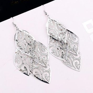 8DESS Stylish Alloy Leaves Elegant Simple Exaggerated Earrings Exquisite Women's Earrings