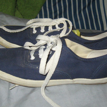 Vintage blue  canvas tennis shoes Keds  sneakers    vintage  size  7
