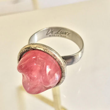 DE LUXE NYC Cocktail Ring / Large Pink Abstract Glass Cabochon Gem / 80s Adjustable Costume Rings / Chunky Silver Vintage Statement Ring