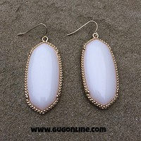Fashion Earring in Ivory and Gold