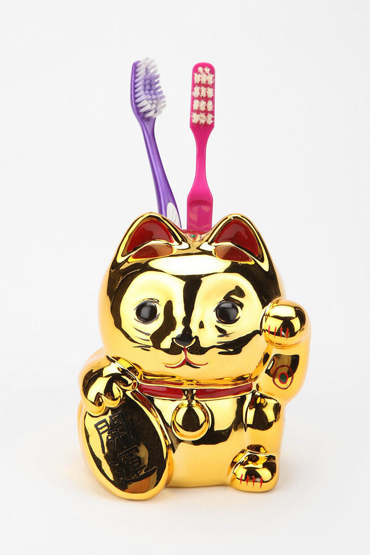 Lucky cat toothbrush holder from urban outfitters for Lucky cat shirt urban outfitters