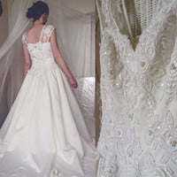 1980's vintage wedding dress // Pearl's // Sequin's // Lace // bow