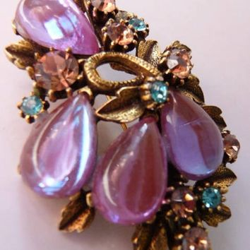 Florenza sappharine saphiret brooch pin. Vintage rhinestone jewelry. Rare gold infused cabochons. 1950s 1960s.