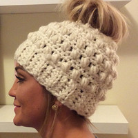 Messy Bun Hat~Messy Bun Beanie~Ponytail Beanie~Crochet Hat~Pony Tail Beanie~Handmade Gifts~Bun hat~ Ponytail hat~ Pony tail hat