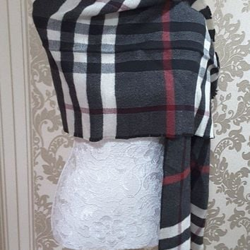 new with tags unisex genuine Burberry scarf 100%wool